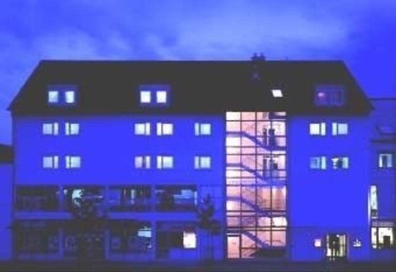 Stadthotel Heilbronn, Heilbronn, Entrada del hotel (tarde o noche)