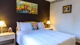 Choose This Cheap Hotel in Flushing