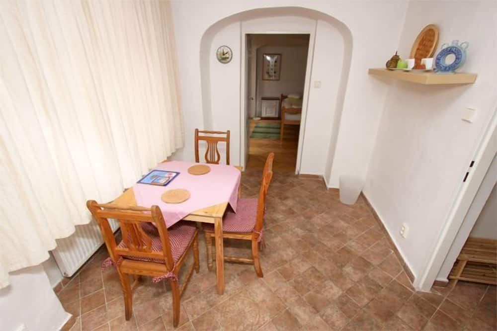 Blue Apartment - In-Room Dining