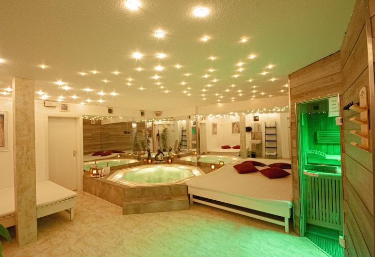 Relax-Wellnesshotel-Stuttgart, Stuttgart, Tina de hidromasaje cubierta