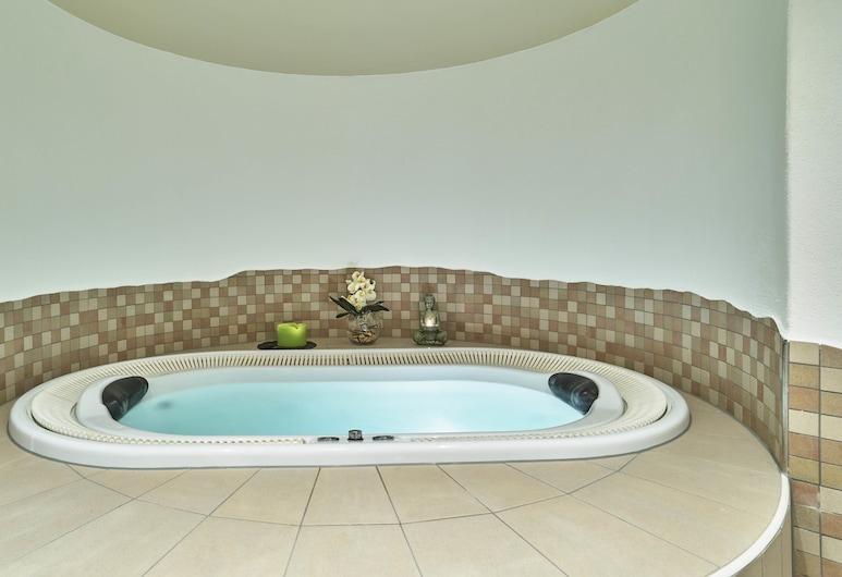 Hotel Lindenhof, Thyrnau, Indoor Spa Tub