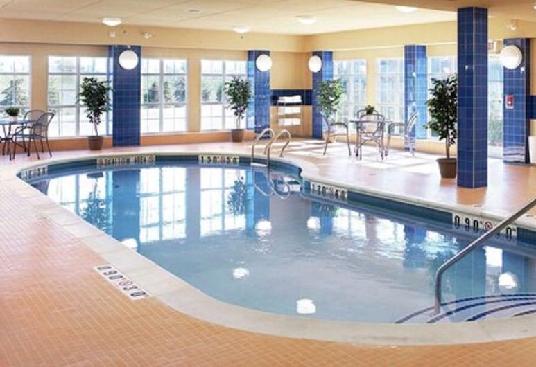 Homewood Suites by Hilton Burlington, Burlington, Pool