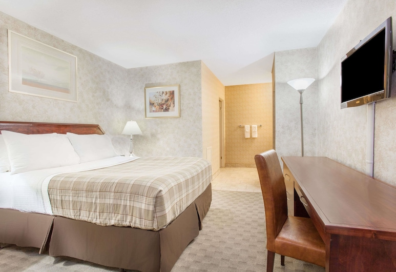 Howard Johnson by Wyndham Kingston, Kingston, Standard Room, 1 Queen Bed, Non Smoking, Guest Room