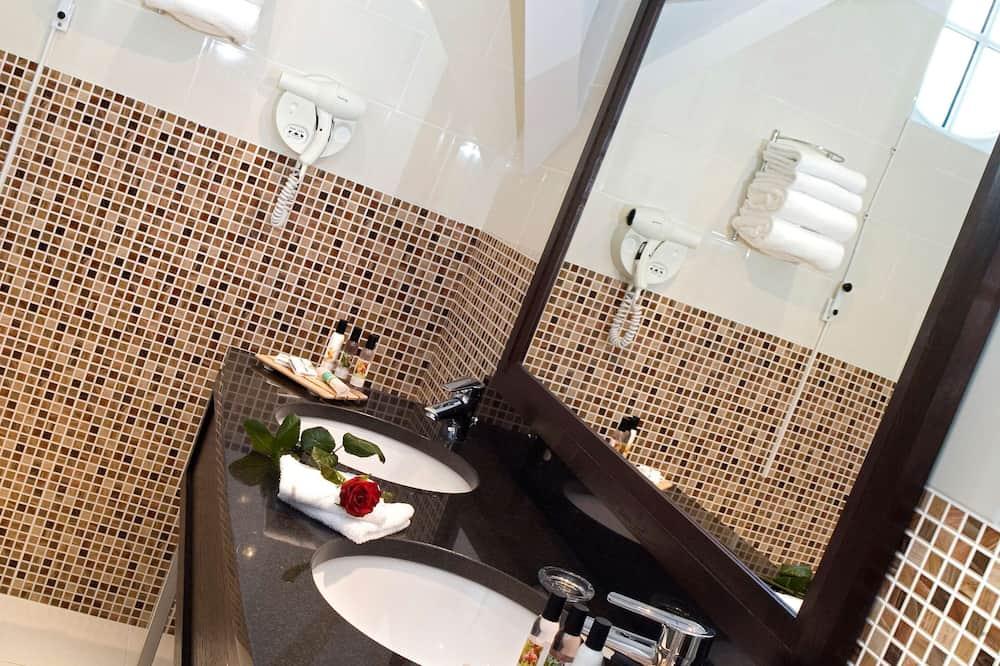 Superior Suite, 1 King Bed - Bathroom