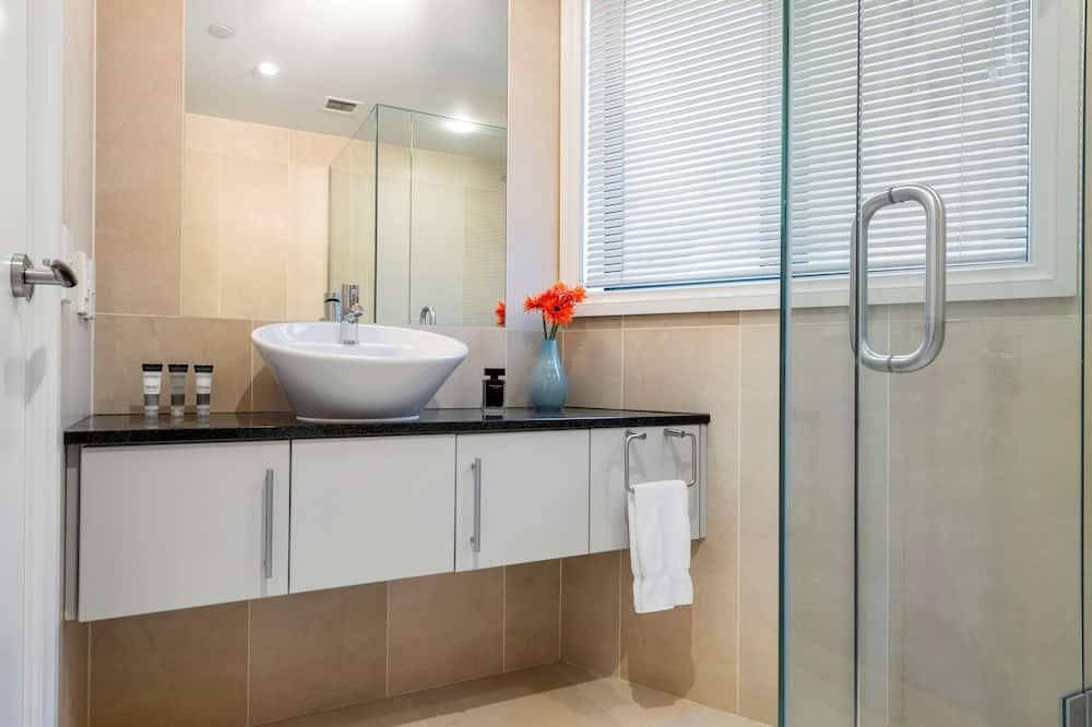 Kattohuoneisto, 4 makuuhuonetta, Keittiö, Järvinäköala - Kylpyhuone