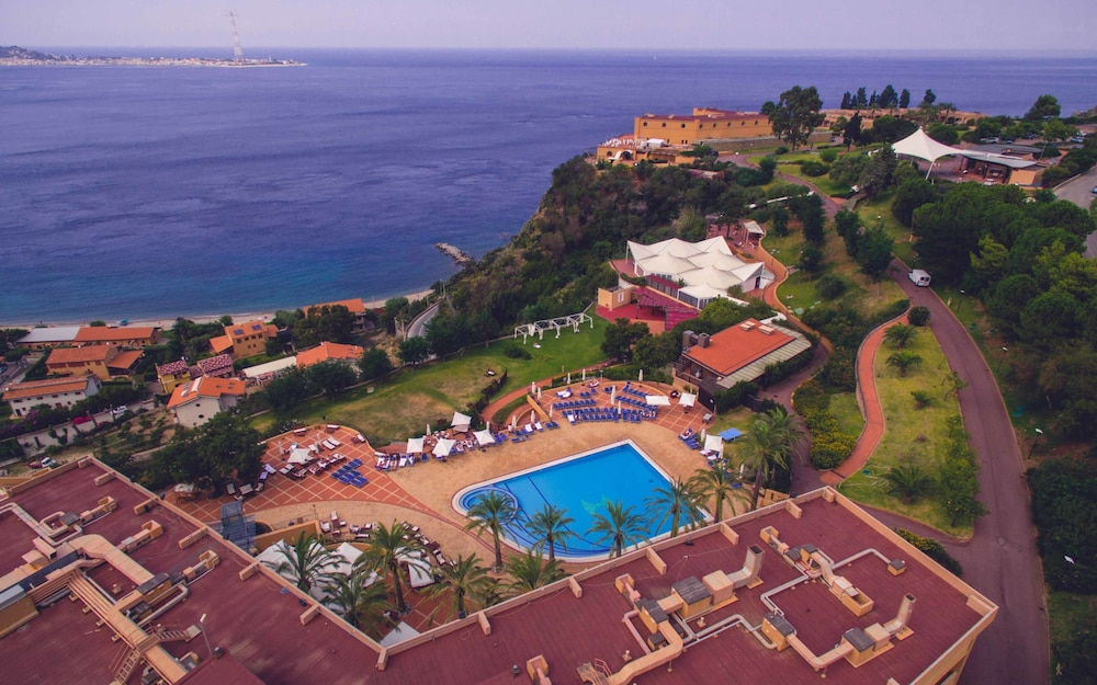 Prenota altafiumara resort spa a villa san giovanni for Amaretti arredamenti villa san giovanni