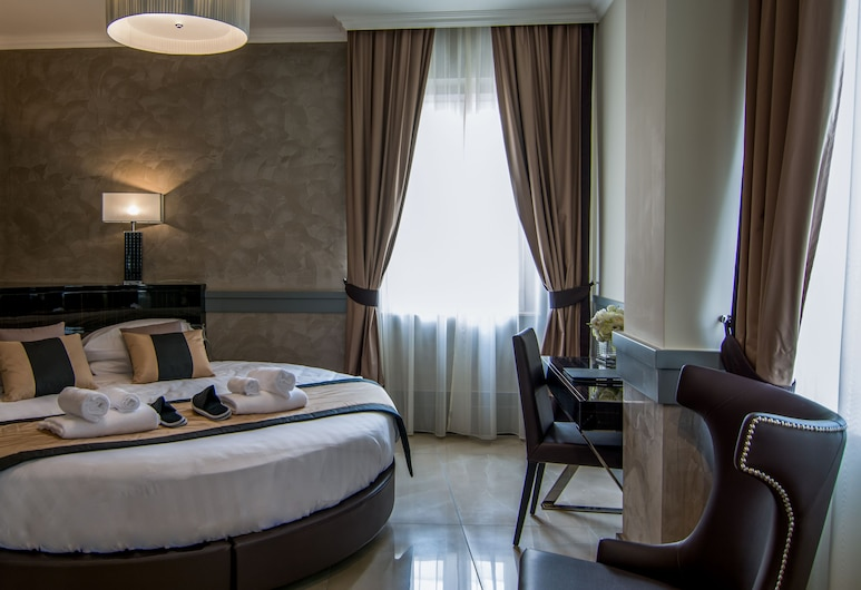 Hotel Piazza Venezia, Rome, Deluxe Double Room, Guest Room
