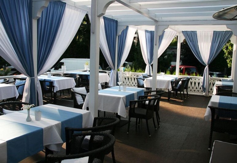 Good Stay Eiropa Hotel, Jurmala, Speisen im Freien