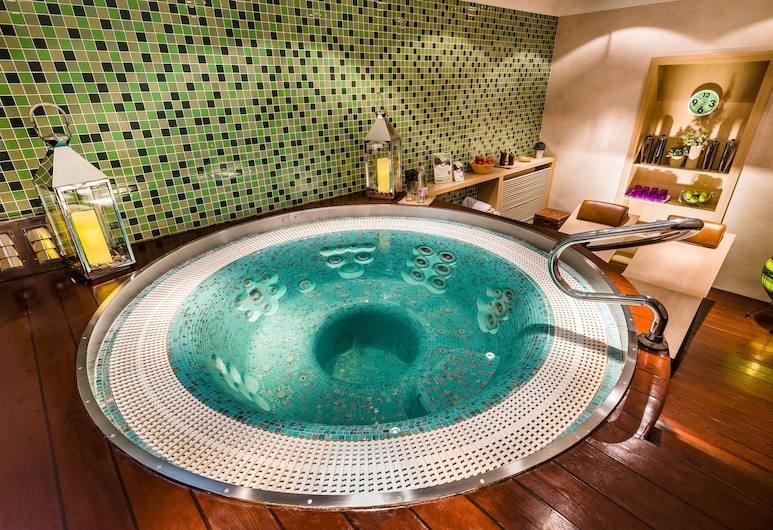 Hotel Parlament, Budapest, Indoor Spa Tub