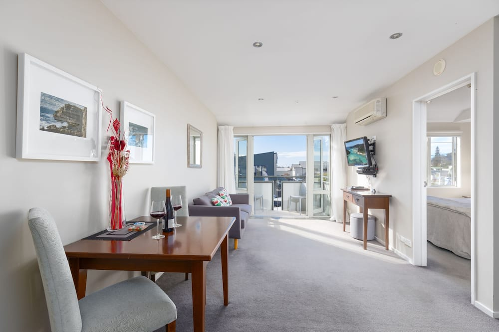 One Bedroom Spa Apartment - Living Area