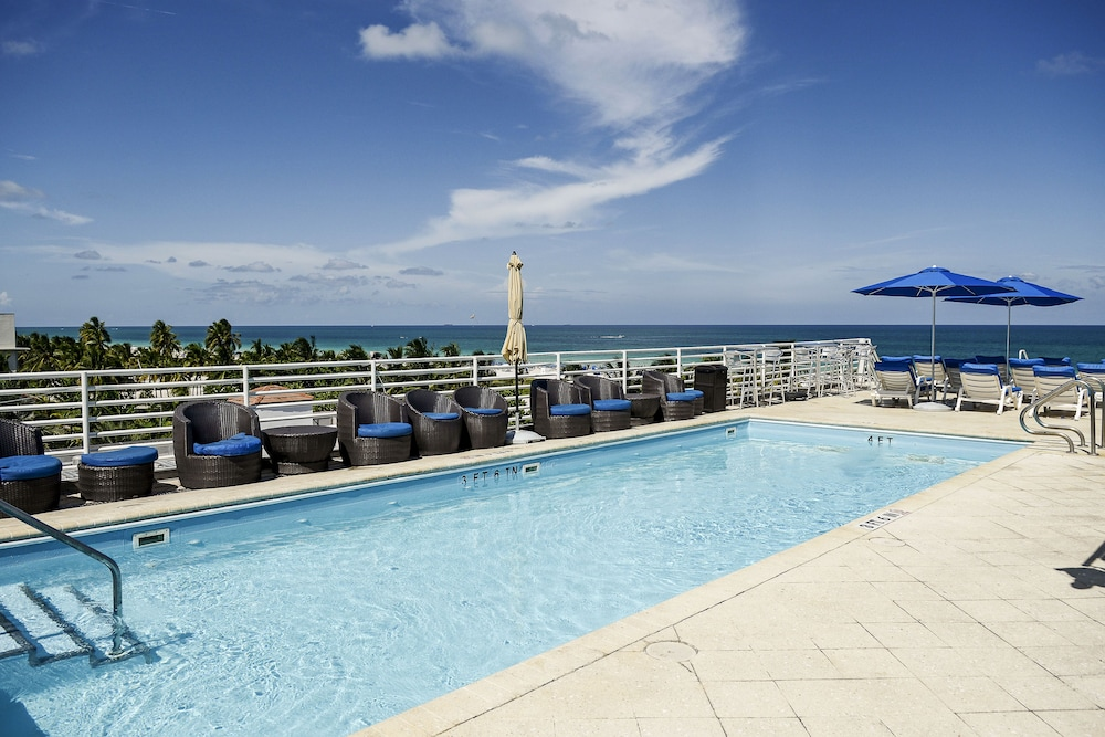 Congress Suites At The Strand Miami Beach Rooftop Pool