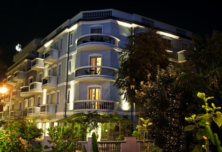 Hotel Sovrana & Re Aqva SPA, Rimini, Hotel Front – Evening/Night