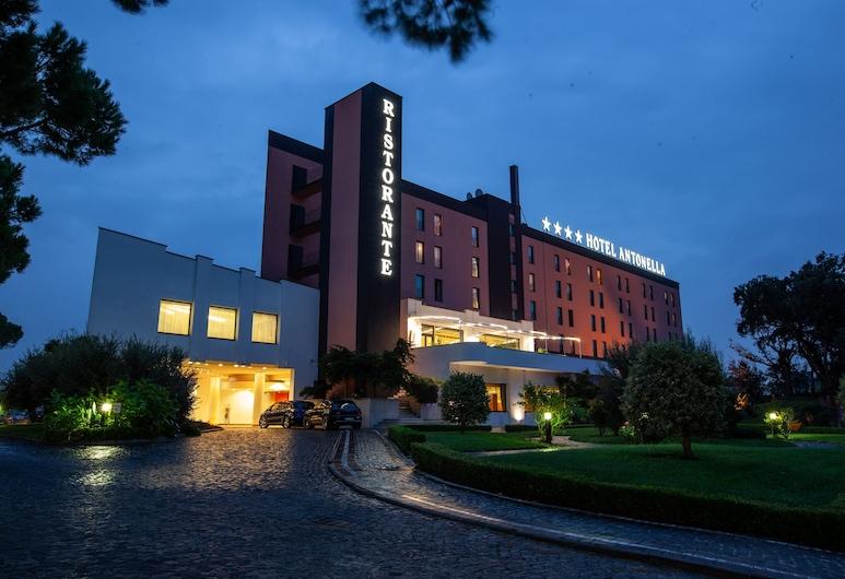 SHG Hotel Antonella, Pomezia, Hotellets facade - aften/nat