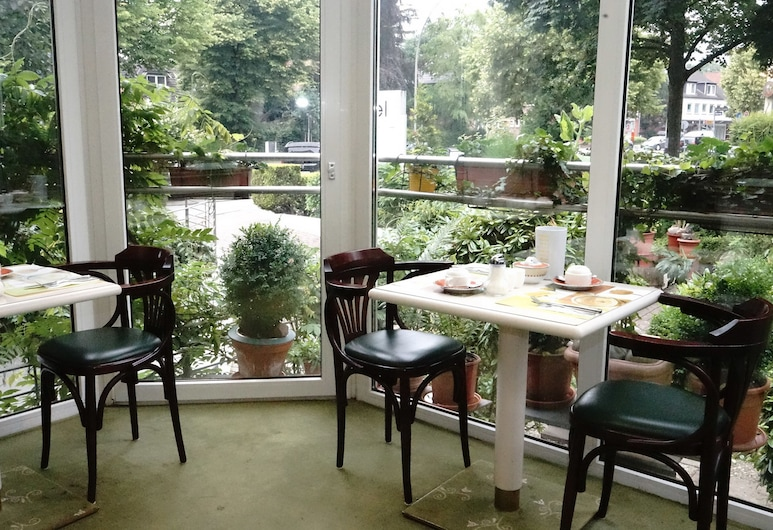 Entrée Hotel Groß Borstel, המבורג, אזור ארוחת הבוקר