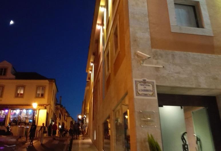 Cascais Hotel, Cascais, Entrada del hotel (tarde o noche)