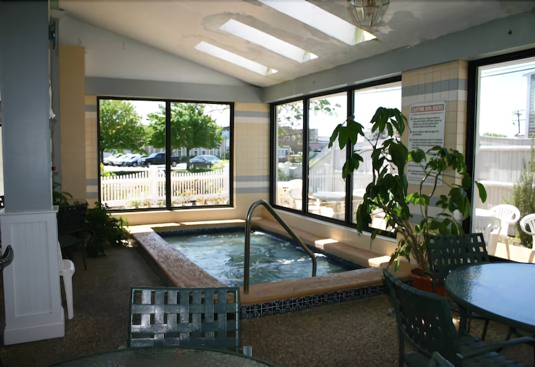 Hyannis Travel Inn, Hyannis, Indoor Spa Tub