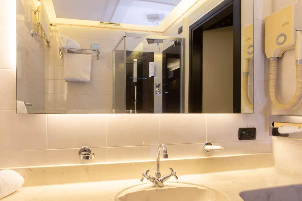 Standard Twin Room, Garden View - Bathroom