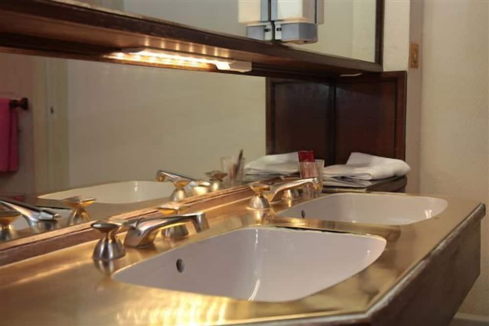 Quarto Duplo para 1 Pessoa - Lavatório na Casa de Banho