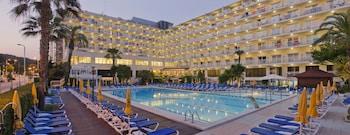 תמונה של Hotel GHT Oasis Park & SPA בLloret de Mar