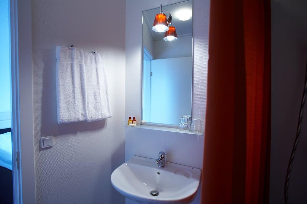 Small Room - Bathroom