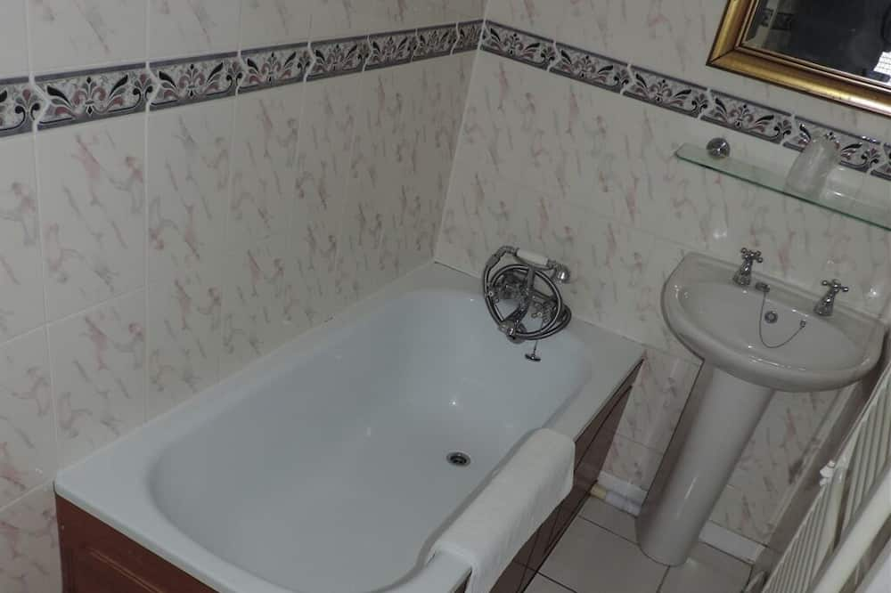 Suite, Ensuite (of 3) - Bathroom