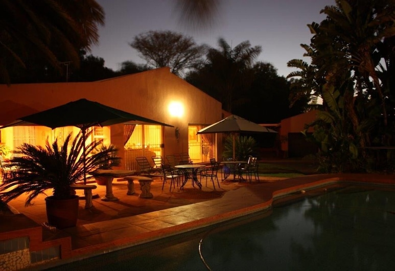 Eagles Nest Lodge, Sandton, Pohľad na hotel – večer/v noci