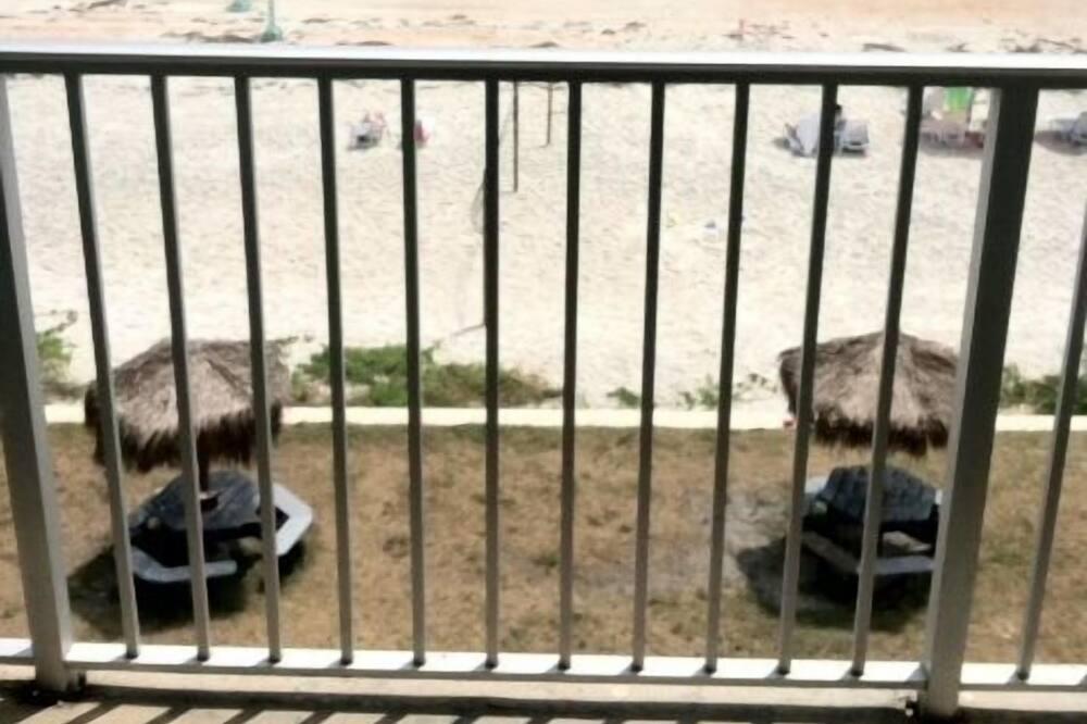 Rom – standard, 1 kingsize-seng med sovesofa, ved havkanten - Balkong