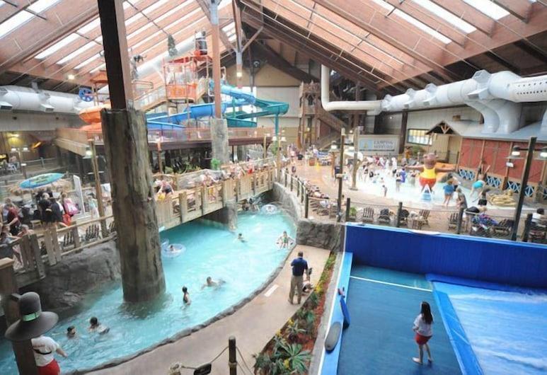 Six Flags Lodge & Indoor Waterpark, Queensbury, Water Park