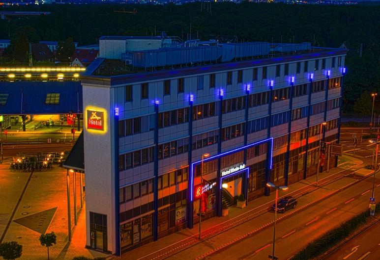 Hotel Rhein-Ruhr, Bottrop, Hotellin julkisivu illalla/yöllä