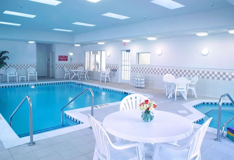 Country Inn & Suites by Radisson, Newport News South, VA, Newport News, Indoor Pool