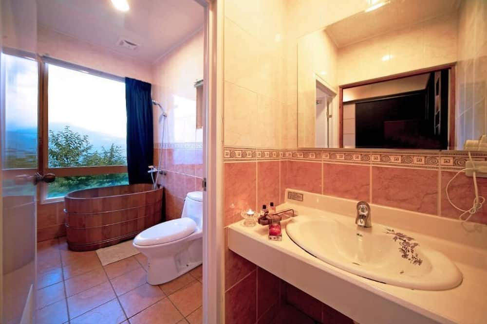 Classic Double Room, Courtyard View - Bathroom