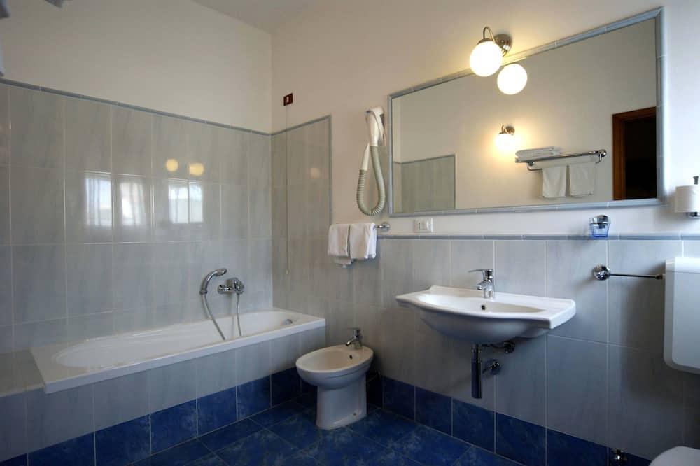 經濟雙人或雙床房, 1 張標準雙人床 (Small Double) - 浴室
