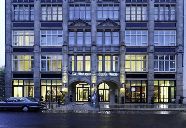 Park Plaza Wallstreet Berlin Mitte, Berlin, Hotelfassade am Abend/bei Nacht