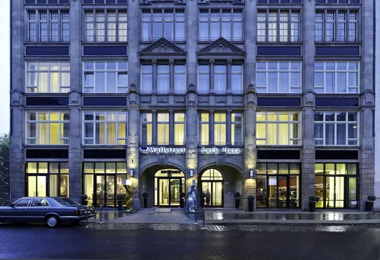 Park Plaza Wallstreet Berlin Mitte, Berlin, Hotel Front – Evening/Night