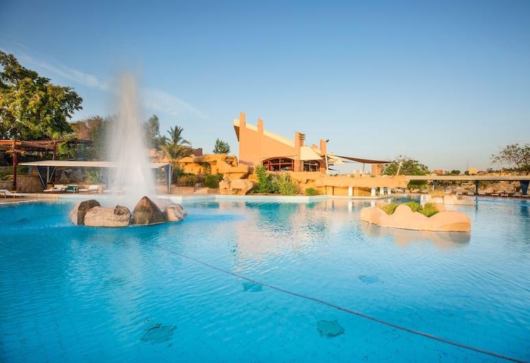 Pyramisa Isis Island Aswan Resort, Асуан, Бар у бассейна