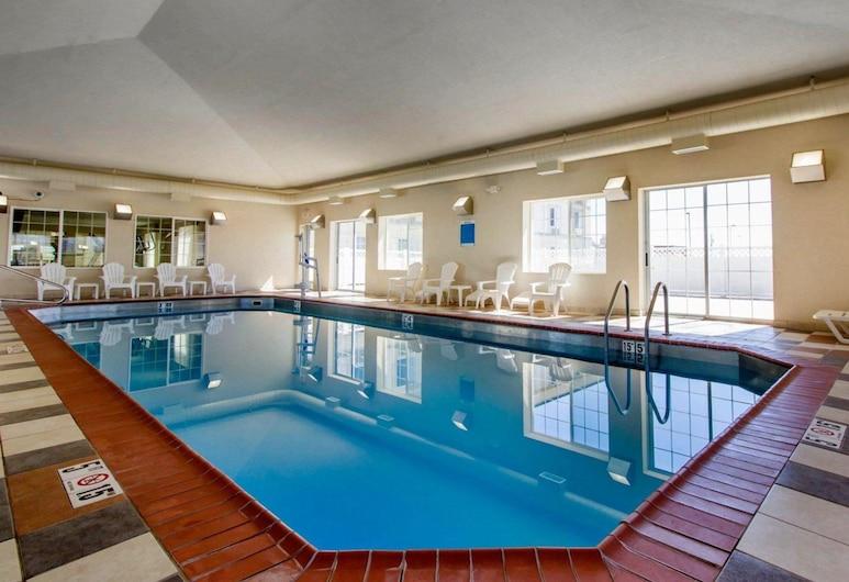 Sleep Inn & Suites, Evansville, Pool