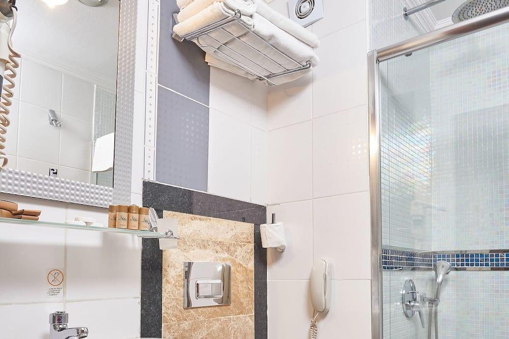 Třílůžkový pokoj typu Superior - Koupelna