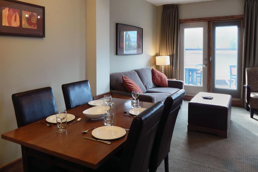 Premium Suite, 3 Bedrooms, Fireplace - In-Room Dining