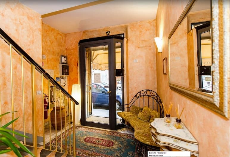 Hotel Leopolda, Florence, Staircase