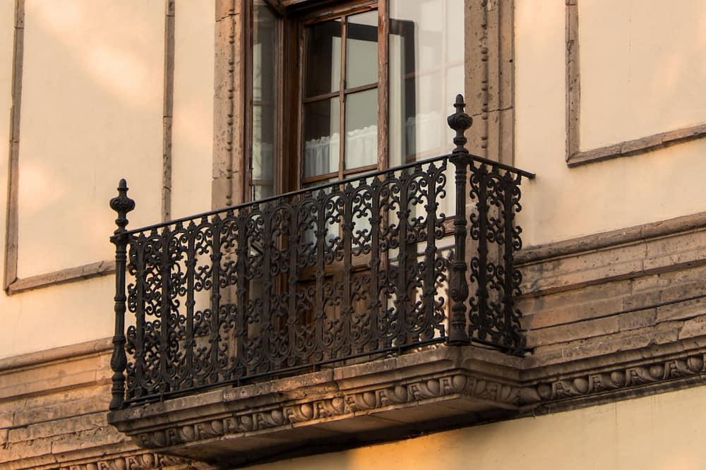 Camera Superior, vista città - Balcone