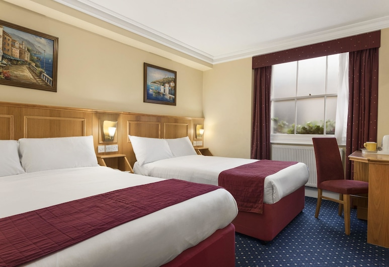 Days Inn by Wyndham London Hyde Park, London, Double Room, 2 Double Beds, Guest Room
