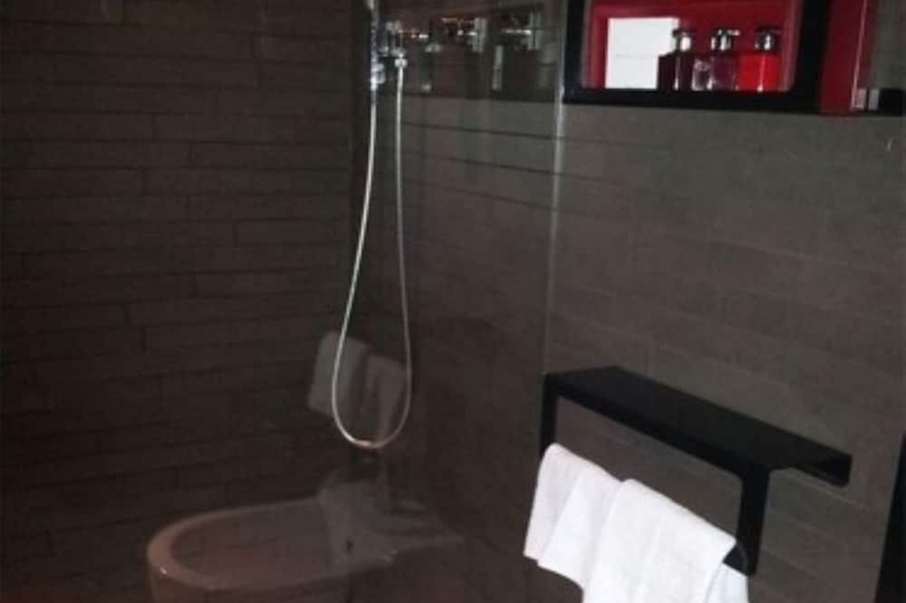 Junior Suite, 1 Queen Bed, Canal View, Corner (Grand Canal n.10) - Bathroom