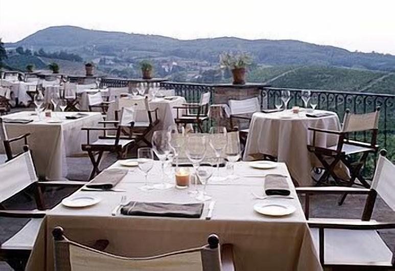 Albergo Ostelliere, Гаві, Ресторан під відкритим небом