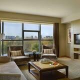 Deluxe Suite, 1 King Bed, Smoking - Guest Room