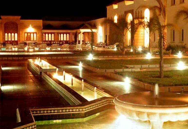 Mogador Ryad Essaouira, Эссаурия, Фасад отеля вечером/ночью