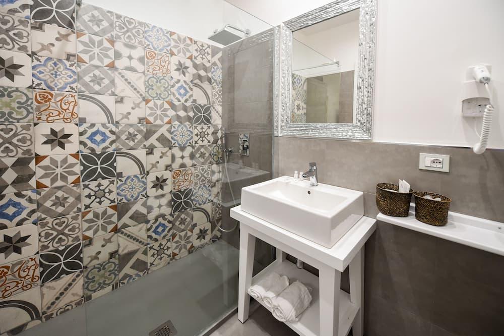 Classic szoba kétszemélyes ággyal, 1 kétszemélyes ágy - Fürdőszoba