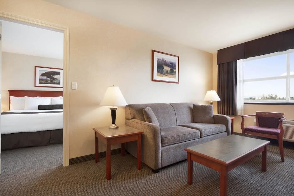 Suite, 1 King Bed with Sofa bed, Non Smoking, Refrigerator & Microwave - Living Area