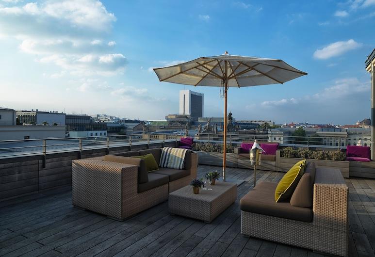 Rocco Forte Hotel De Rome Berlin, Berlin, Suite, terrasse, Utsikt mot byen