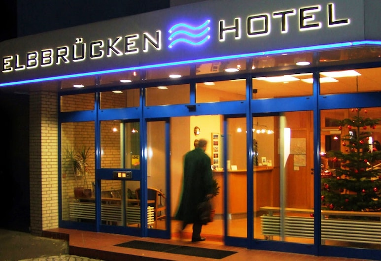 易北河橋飯店, 漢堡, 飯店入口