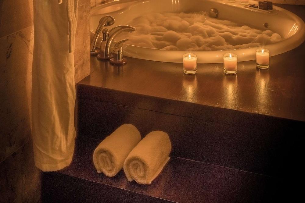 ห้องเอ็กเซกคิวทีฟสวีท (1 adult) - ห้องน้ำ